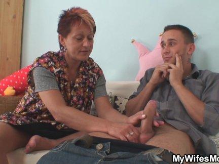 Жена находит ее старая мать верхом его член!