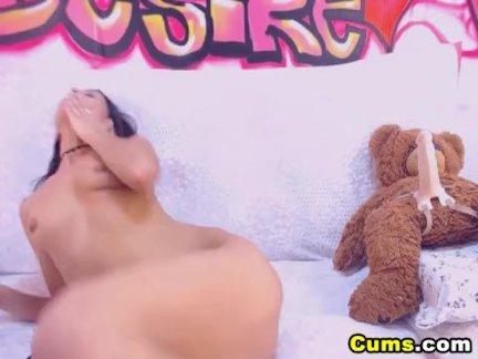 Красивая горячая латинка детка игрушки ее туго киска