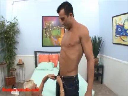 Сексуальный блондинка с большой копия сиськи приходят делать порно и получать хорошо трах сквирт д