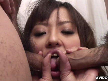 Идеальный двойной член сосёт как крошка делает его пенис хорошо