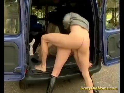 мамы первый заднее сиденье анальный секс