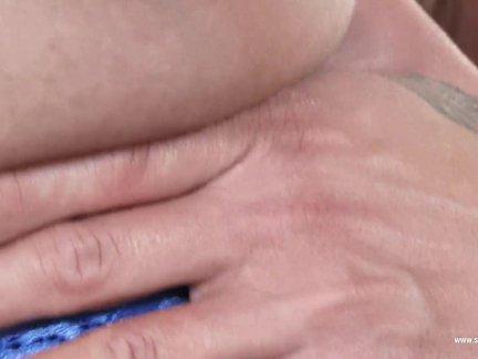 Идеальный сиськастый брюнетка нии черный в чулки аппликатура мокрая киска
