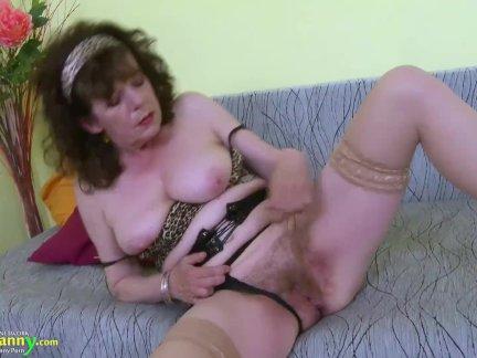 Бабка волосатые бабушка киска играющая мастурбация