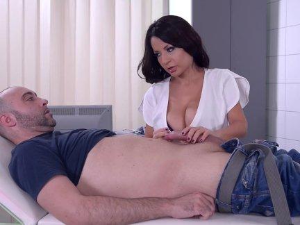 Латинский большой трах медсестра - ее бритая киска бурят.
