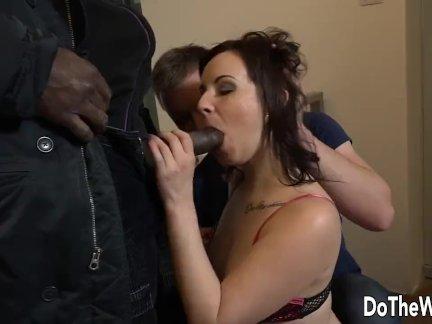 Брюнетка жена лена темный черный член в задницу