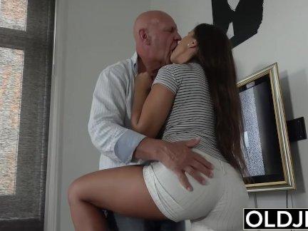 Молодой старый порно подросток большой натуральные сиськи трах и сперма на лице после горячий секс