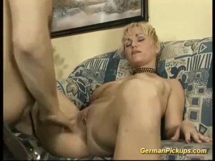 Немецкий мамаша взял для ее первый анал