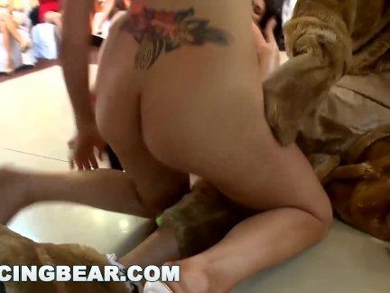 Танцы медведь-сумасшедший участник девочки вам трах по мужчины стриптизерши