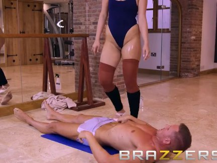 Горячая блондинка балерина - трах жестоко