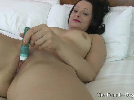 Мамочки клитор жужжание мокрая киска онанизм и оргазм