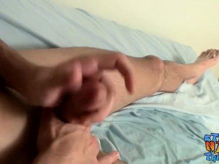 Мышечный шпилька Кайден Приар принимает смягчается перед дрочить