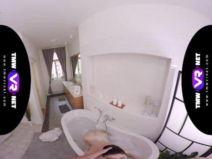 Тмвврнет-арвен золото-мокрый брюнетка пользуется пузырь ванна и хардкор ебёт