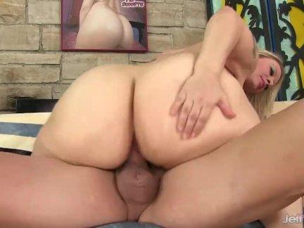 Горячая блондинка толстушки грешный саами анал
