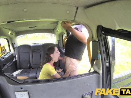 Поддельные такси испанская леди с большим сексуальное тело и хорошие сиськи