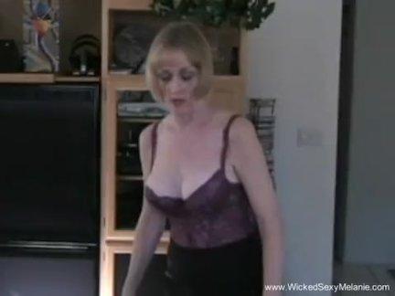 Бабушка просто хочет внимания