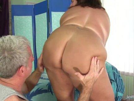 Сексуальный толстый данни доусон - ее жирная тело лизнул и массируется