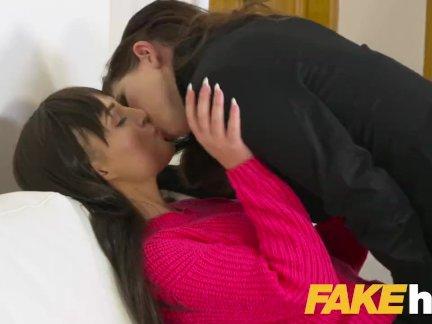 Женщина агент грудастая агенты игрушки вызывают мокрая и возбуждённый лесби оргазмы