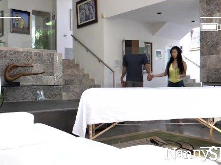 Нанниспи азии няня джейд куш поймали давая сексуальный массаж