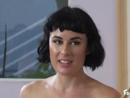 Оливковое играет непослушный игра из стриптиз бассейн с секс и ее сводный брат