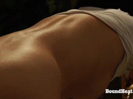 Представление Софи чувственные мысли во время лесбийской мастурбации