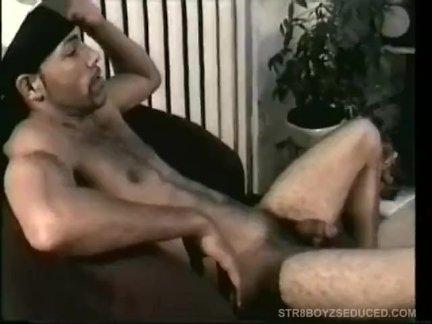 Натурал мальчик энрике позволяет винни ебёт его латинский жопа