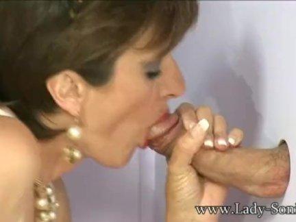 Леди соня сосёт член в дамское белье магазин проститутка