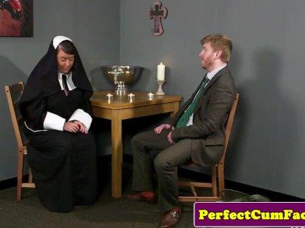 Безбрачие монахиня на лице после греховной минет