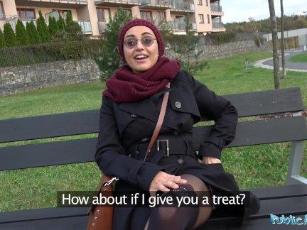 Общественный агент афганской красоты платит трахают большой член