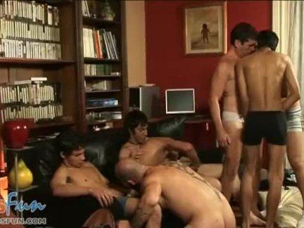 Мальчики и папы принятие мясо трубы в групповой секс участник