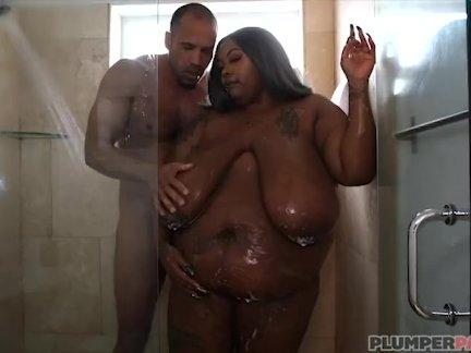 Экзотические негритянка толстушки зариах июня трахается в душ