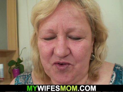 Большие сиськи мать-в-законе радует его