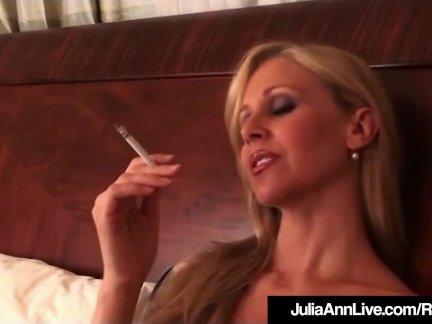 Грудастая блондинка мамочка джулия энн клубы на сигареты ню в кровать