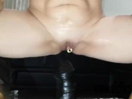 Сарас гигантский фаллоимитатор чертов оргазм