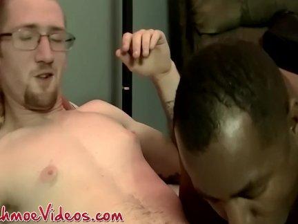 Негритянка шпильки проник по сырье белый член