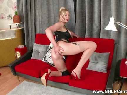 Ноги блондинка сапфир синий большой натуральные сиськи пальцы трахается в нейлон подвязки
