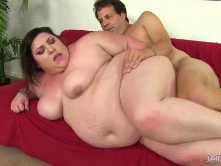 Парный толстушки остасывает член и это трах сверху в жопа