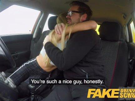 Поддельные Школа вождения Большие сиськи ученик заканчивается урок с горячей жесткой анальный секс