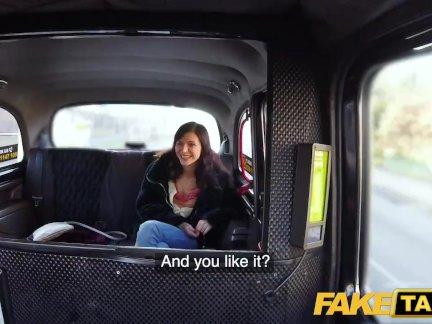 Поддельные такси повезло водители член заполняет сексуальный пассажиры туго розовый киска
