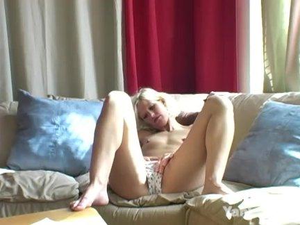 Янки блондинка кимбер пальцы ее киска