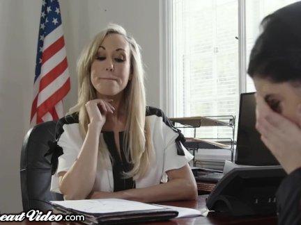 Мамочка учитель брэнди любовь лизнул по лес студент в офис