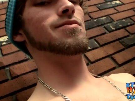 Бородатый натурал парень ударов промасленный сверху член пока сперма мухи