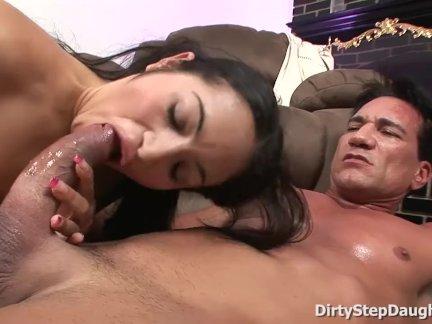 Спортивный отчим секс практика с дочь андреа келли