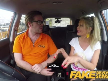 Поддельные Школа вождения Блондинка грудастая польская киска трахал после урока
