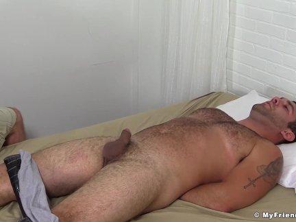 Чумовая извращенец любит щекотать и дразнить волосатые связали шпильки