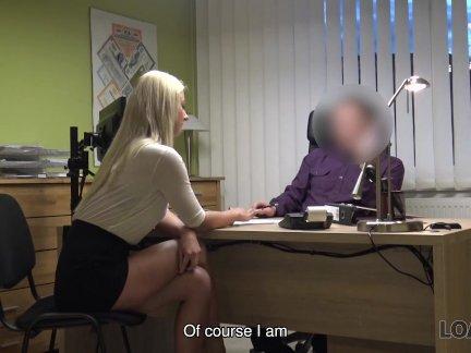 Лоанк. блондинка ласси дает себя агенту в офисе в кредит порно