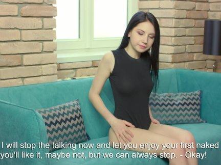 Эмили, самая очаровательная девственница с уникальной девственной.. подтверждение девственности