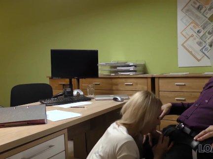 Лоанк. это не кастинг, но блондинка раздевается и трахается в офисе