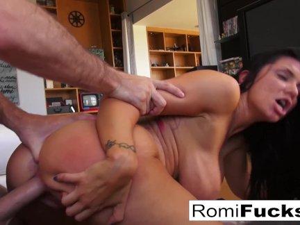 Роми висит в доме джеймса дина, то трахает его