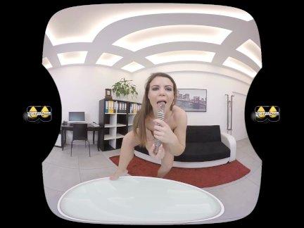 Виртуалпи-фаллоимитатор любящая брюнетка брызги себя с мочой