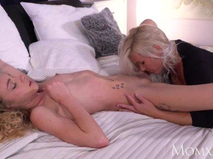 МАМА сексуальный блондинка МАМОЧКа Кэти Андерсон и сладкий французский подросток Ангел Эмили